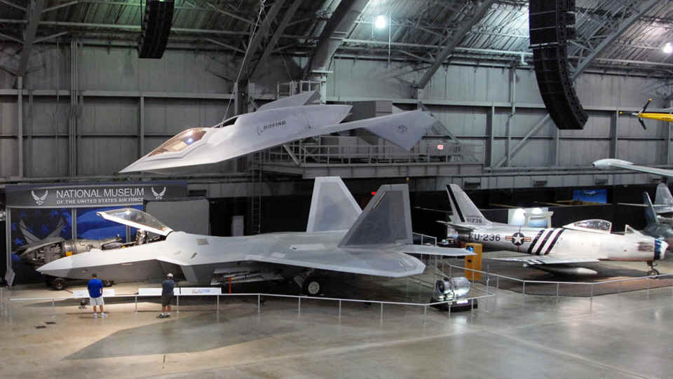 F22_Boeing_Bird_of_Prey.jpg (370419 bytes)